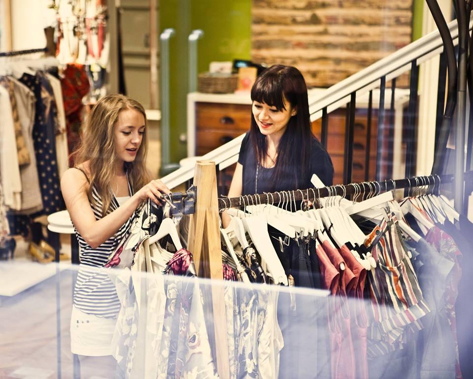 Mặt hàng quần áo, phụ kiện thời trang