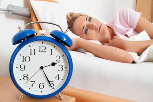 Người bị mất ngủ ăn gì và không nên ăn gì?