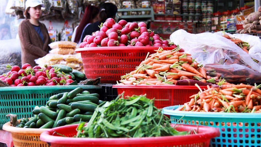 Kinh doanh rau củ quả tại các sạp chợ
